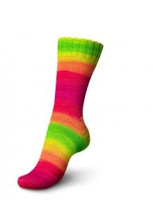 Regia Fluormania strikket strømpe i 6-trådet strømpegarn  i den friske glade farve Rainbow som danner skønne brede striber i kna