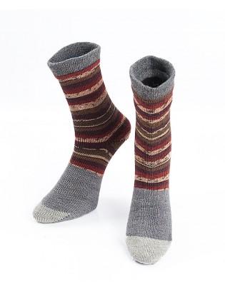 Strikkede strømper i rødbrune striber på grå bund str 40 / 41