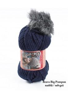 Bravo Big Pompon akrylgarn strikkekit til en hue i natblå med sølvgrå pompon i kunstpels.