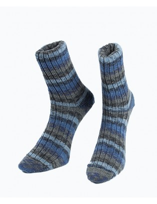 """Strikkede strømper 42/43 i blå og grå nuancer strikket i Opal """"Play - Schnitzeljagt"""""""