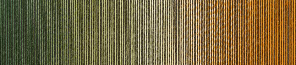 Farveforløb i Laceball 100´s farve Herbstmeister fra Schoppel Wolle. Farverne spiller fra en mørk gylden oliven over råhvid og til en glad orange