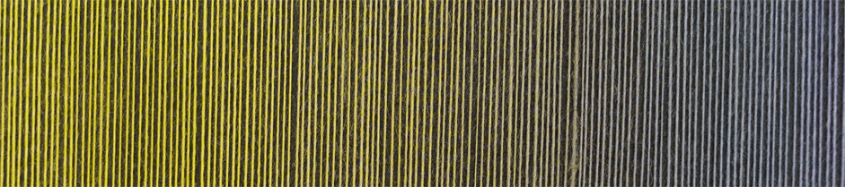 Laceball 100 i farven Komfortzone. Der vises farveforløbet fra en frisk gulgrøn over tilen panglavendelblå