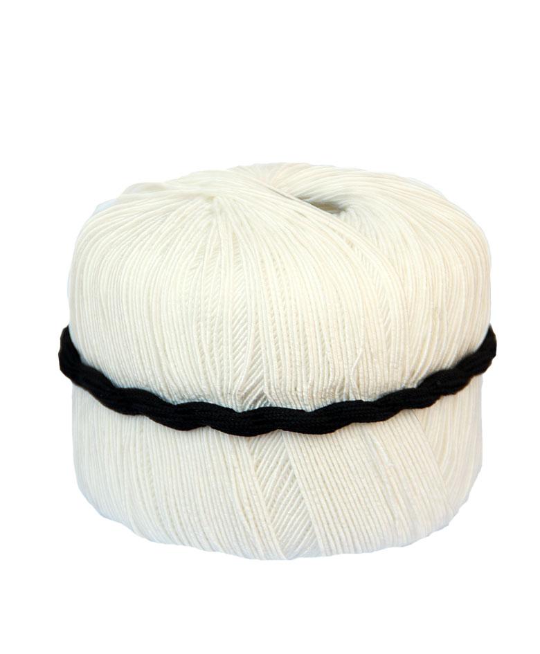 filo i strikkekit med sort bælte